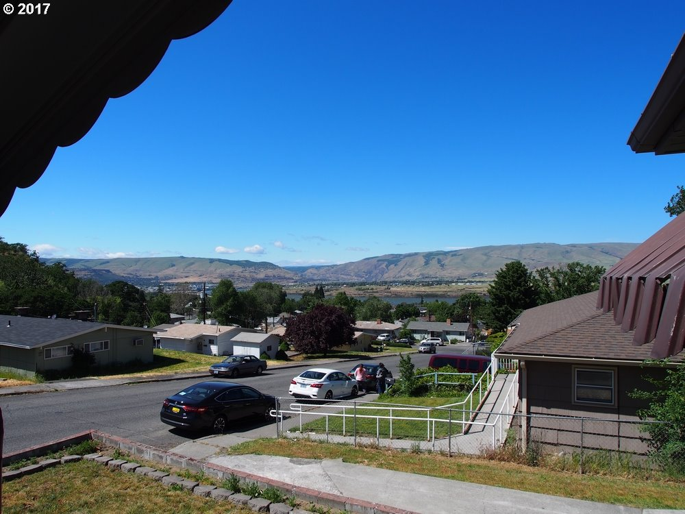 1622 NEVADA, THE DALLES, OR 97058  Photo 2