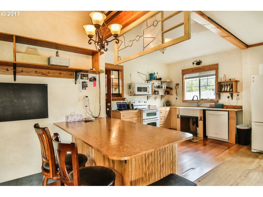 2678 STANTON North Bend, OR 97459 - MLS #: 17575169
