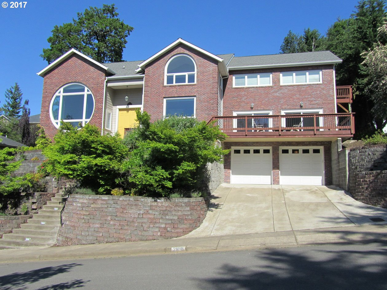 2698 SUNCREST AVE, Eugene, OR 97405