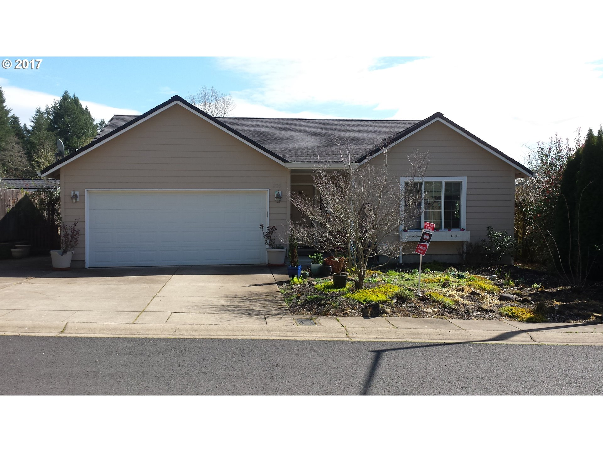 205 BUTTERCUP LOOP, Cottage Grove, OR 97424