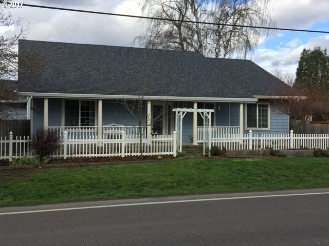 30 VILLAGE DR, Creswell, OR 97426