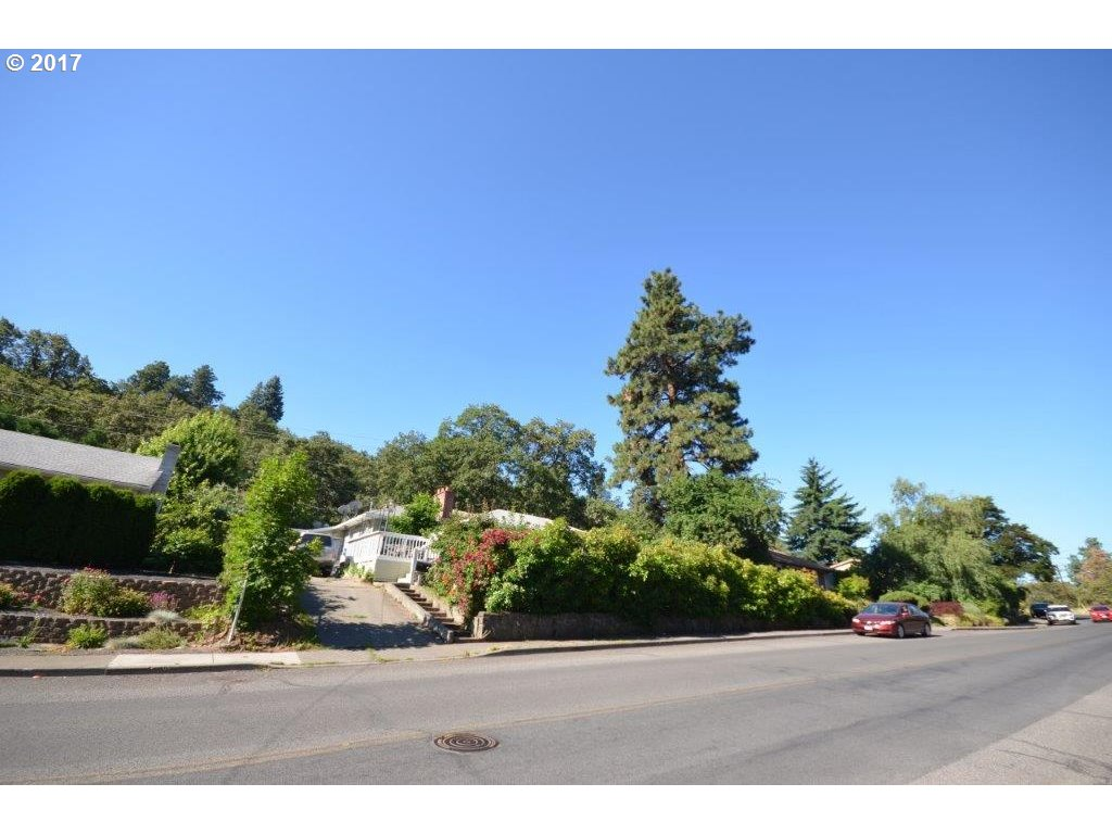 2010 W SCENIC DR, The Dalles, OR 97058