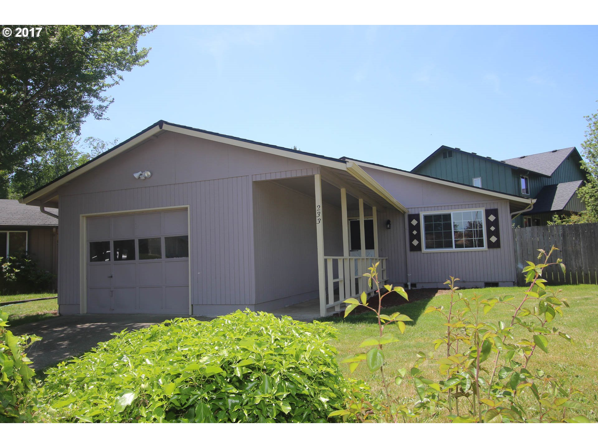 233 W F ST, Creswell, OR 97426