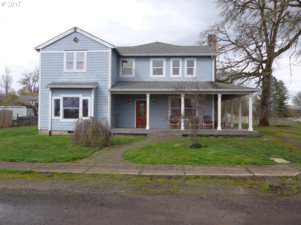 215 W MADISON ST, Carlton, OR 97111
