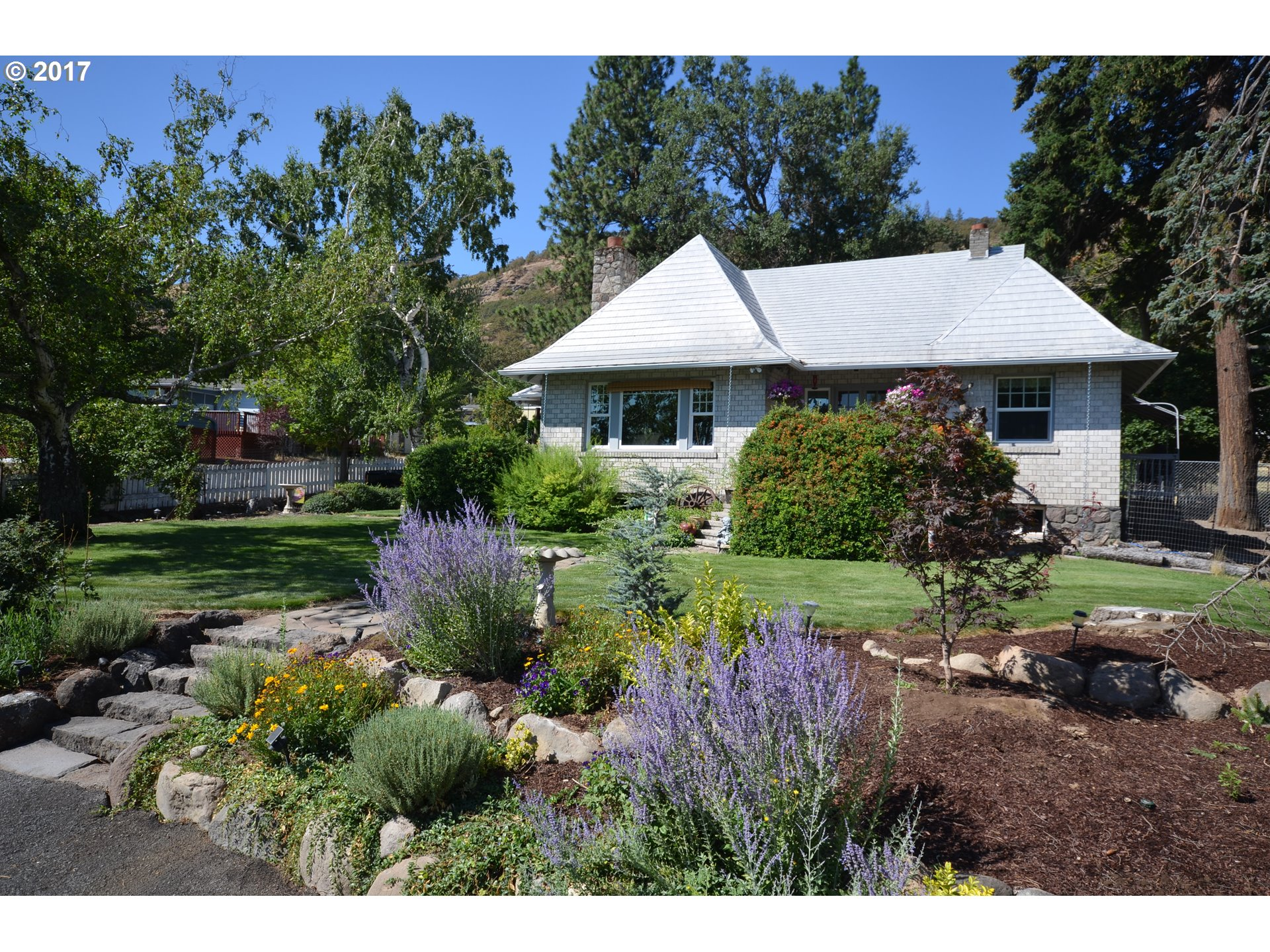 2724 W 10TH, The Dalles, OR 97058