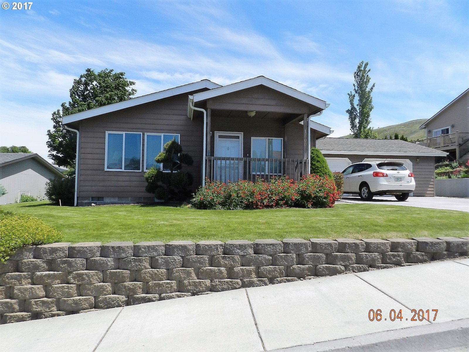 1800 GOLDEN WAY The Dalles, OR 97058 - MLS #: 17599744