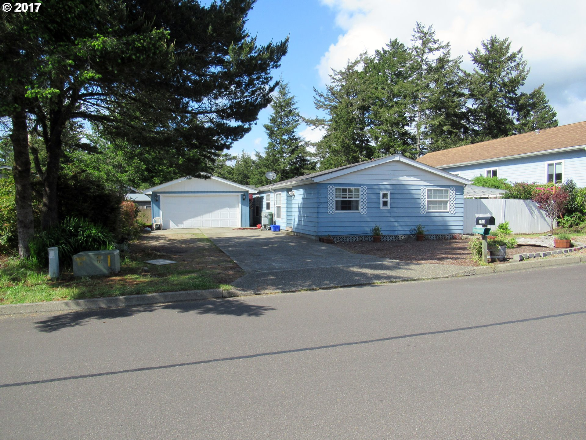 2245 12TH ST, Florence, OR 97439