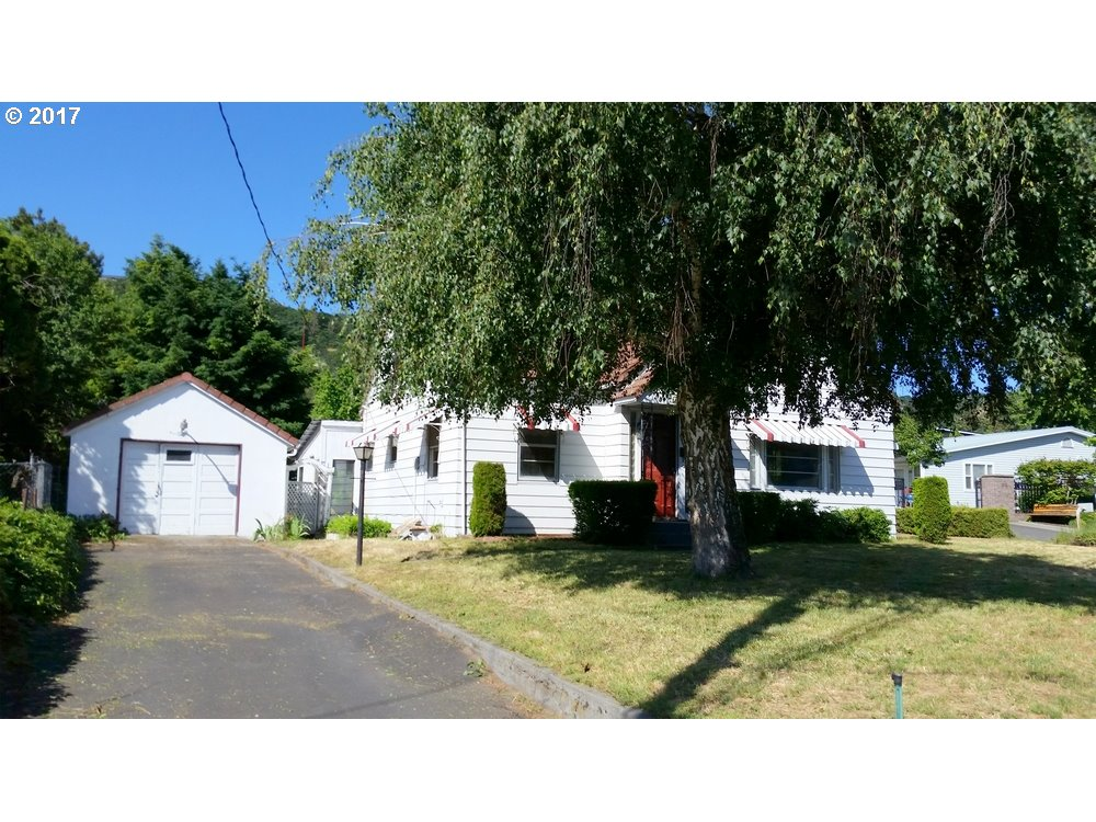 1302 W 10TH, THE DALLES, OR 97058