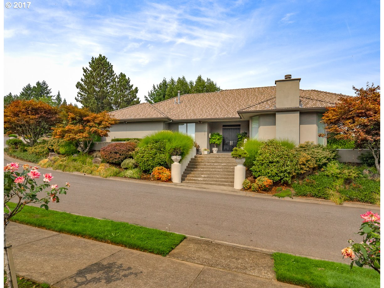 1555 COUNTRY CMNS, Lake Oswego, OR 97034