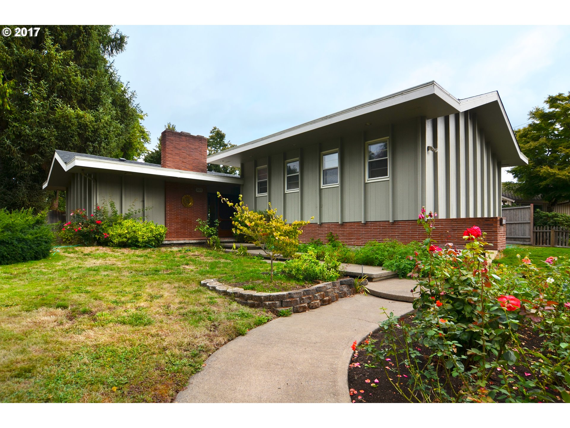 2675 COUNTRY LN, Eugene OR 97401