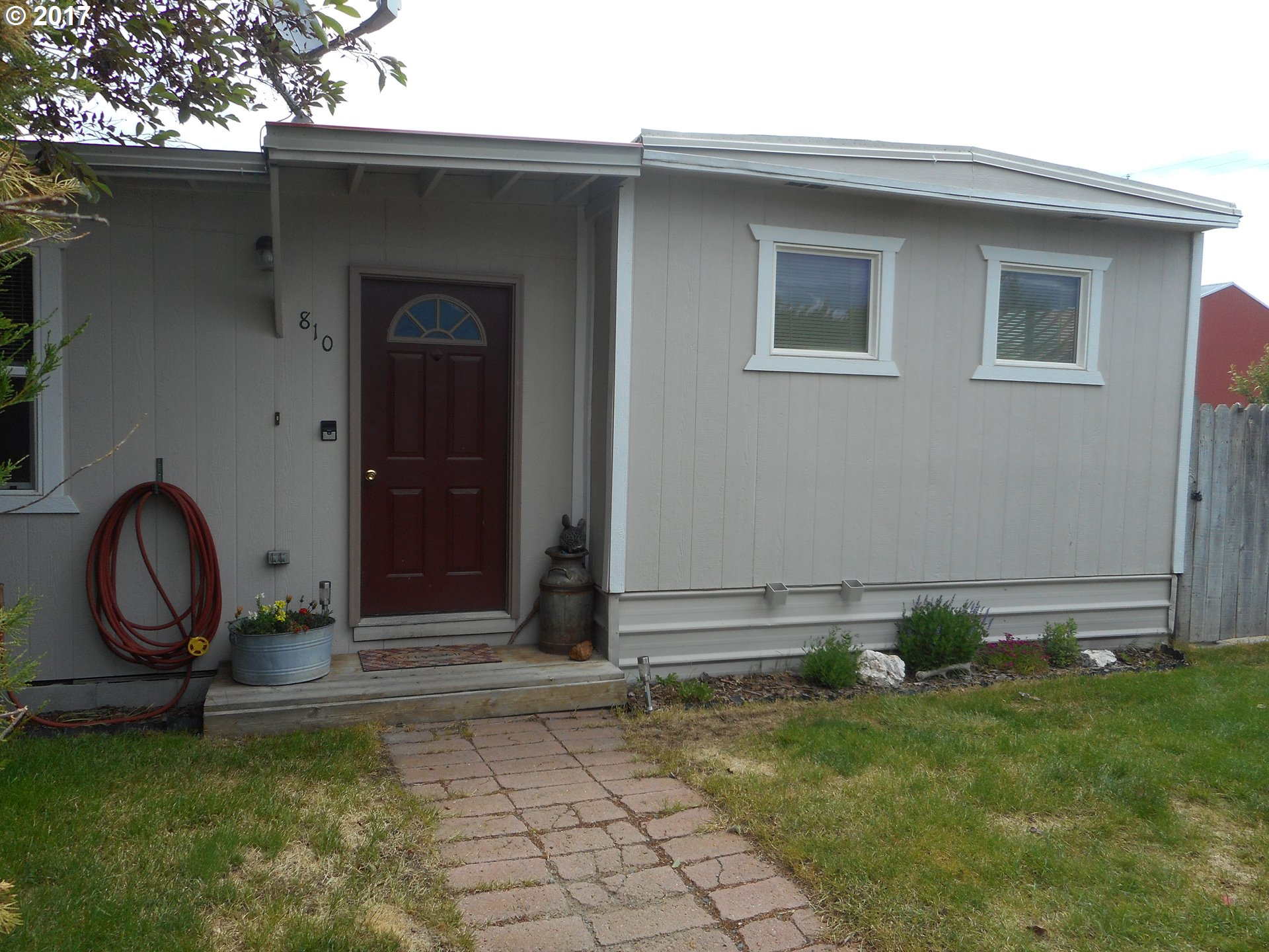 810 ROBERTS ST, Haines, OR 97833