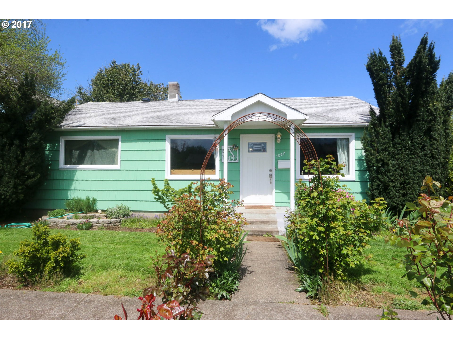 1062 A ST, Springfield, OR 97477