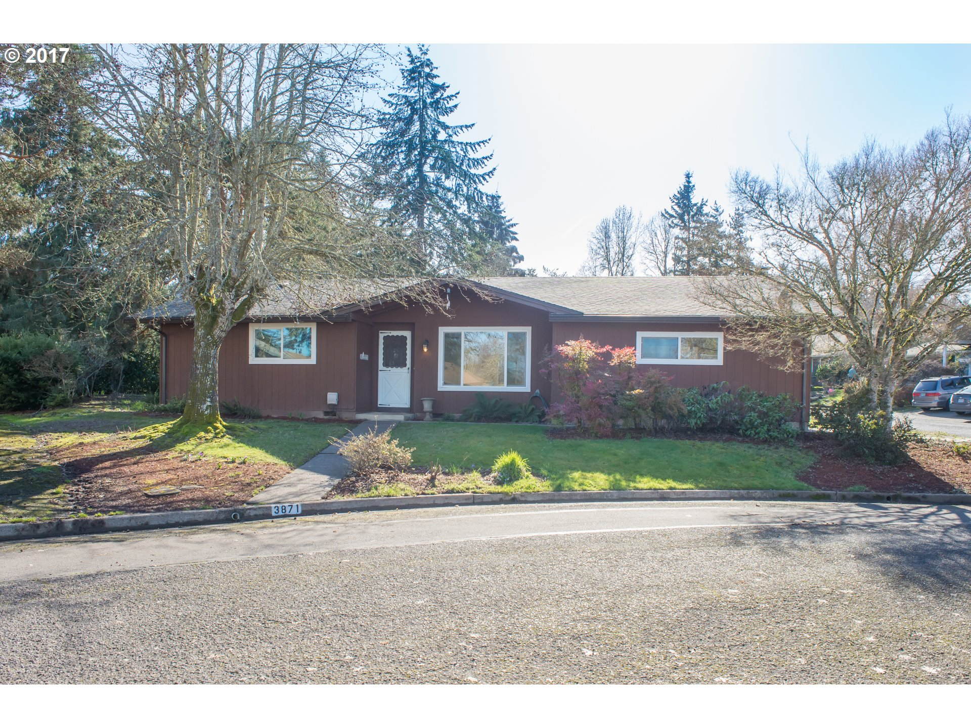 3871 KEVINGTON AVE, Eugene, OR 97405