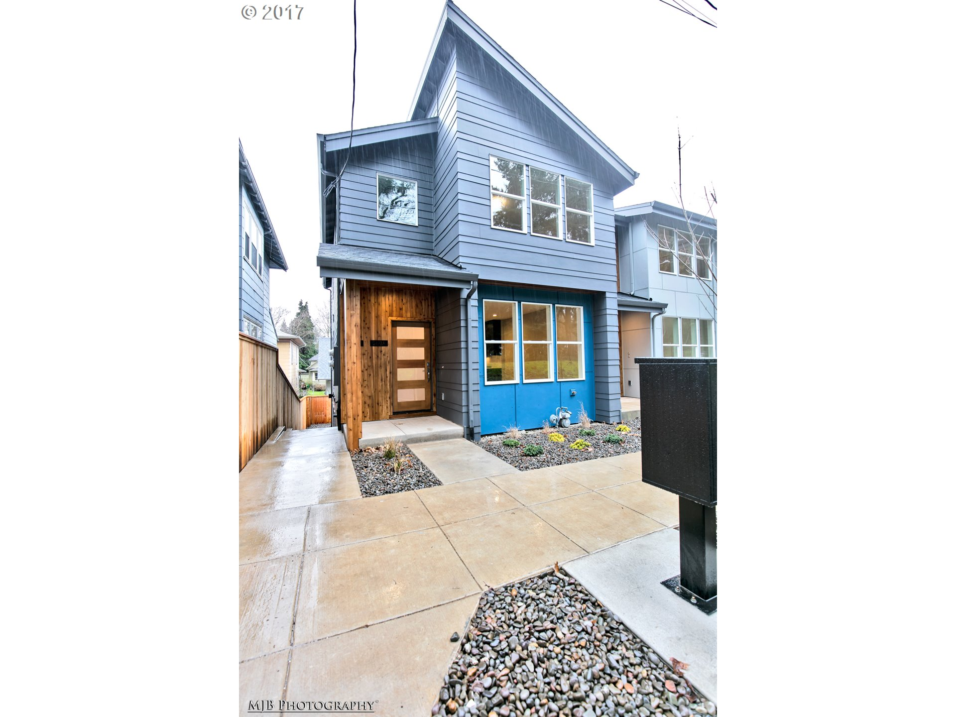 2422 SE MORRISON ST, Portland, OR 97214