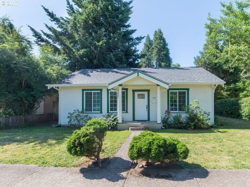 1327 ASH AVE, Cottage Grove, OR 97424