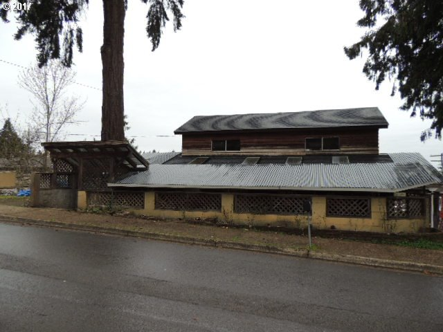 2298 E MAIN ST, Cottage Grove, OR 97424