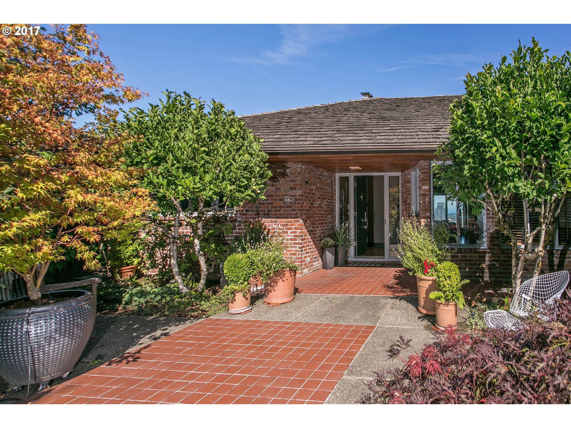 1750 SW WEST POINT CT, Portland, OR 97201
