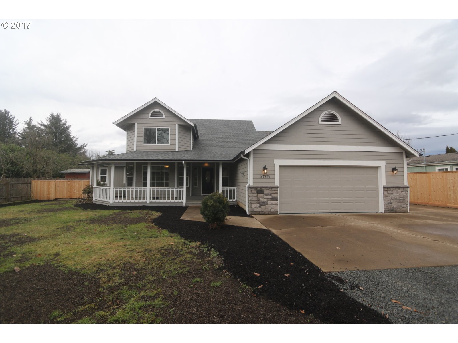 1075 LAUREL AVE, Springfield, OR 97478