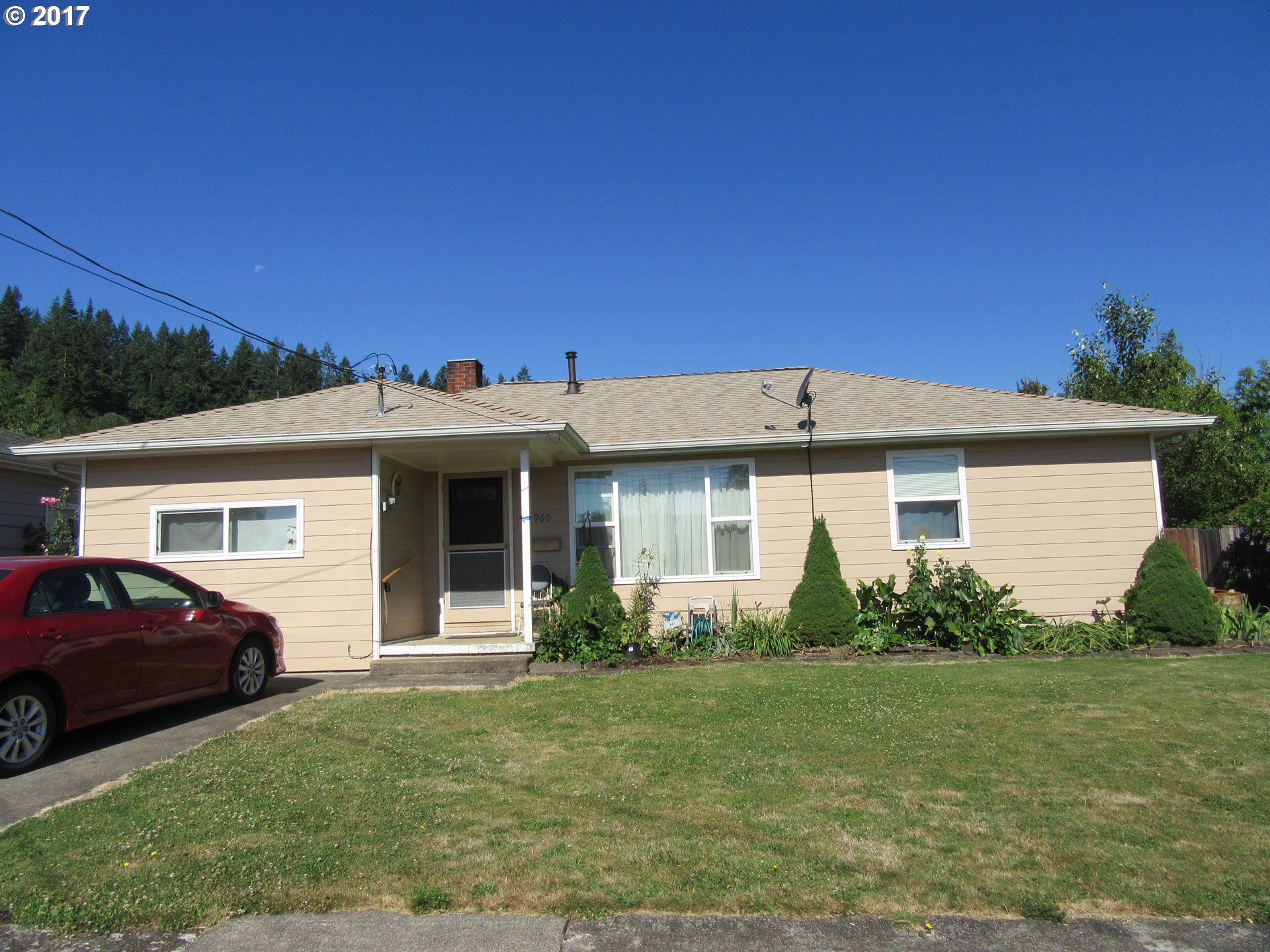 960 3RD AVE, Sweet Home, OR 97386