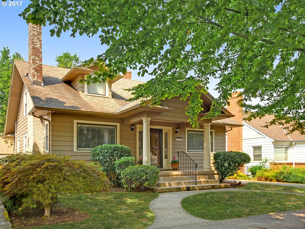 OPEN AUG 20 1:30-4PM  Charmer in Mock Crest!  Wonderful blend of updates & original period details: hardwoods on main, picture windows, NEW stunning kitchen, 2 bedrooms on main level and spacious master suite upstairs w/2 walk-in closets.  Upper floor den/nursery, newer exterior & interior paint, updated electrical, all kitchen appliances included & home warranty! Minutes to Mississippi District and St John's, quick access to downtown!