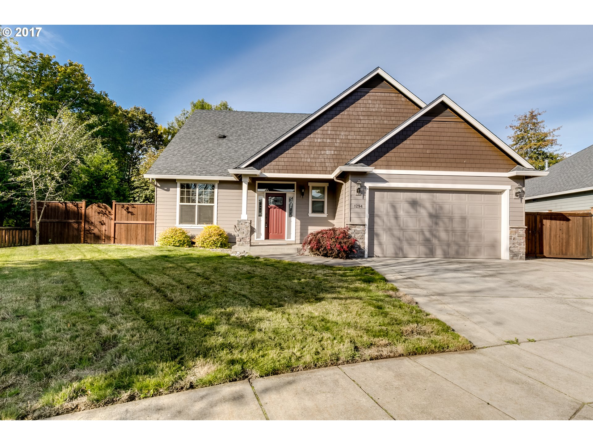 1294 S 40TH PL, Springfield OR 97478