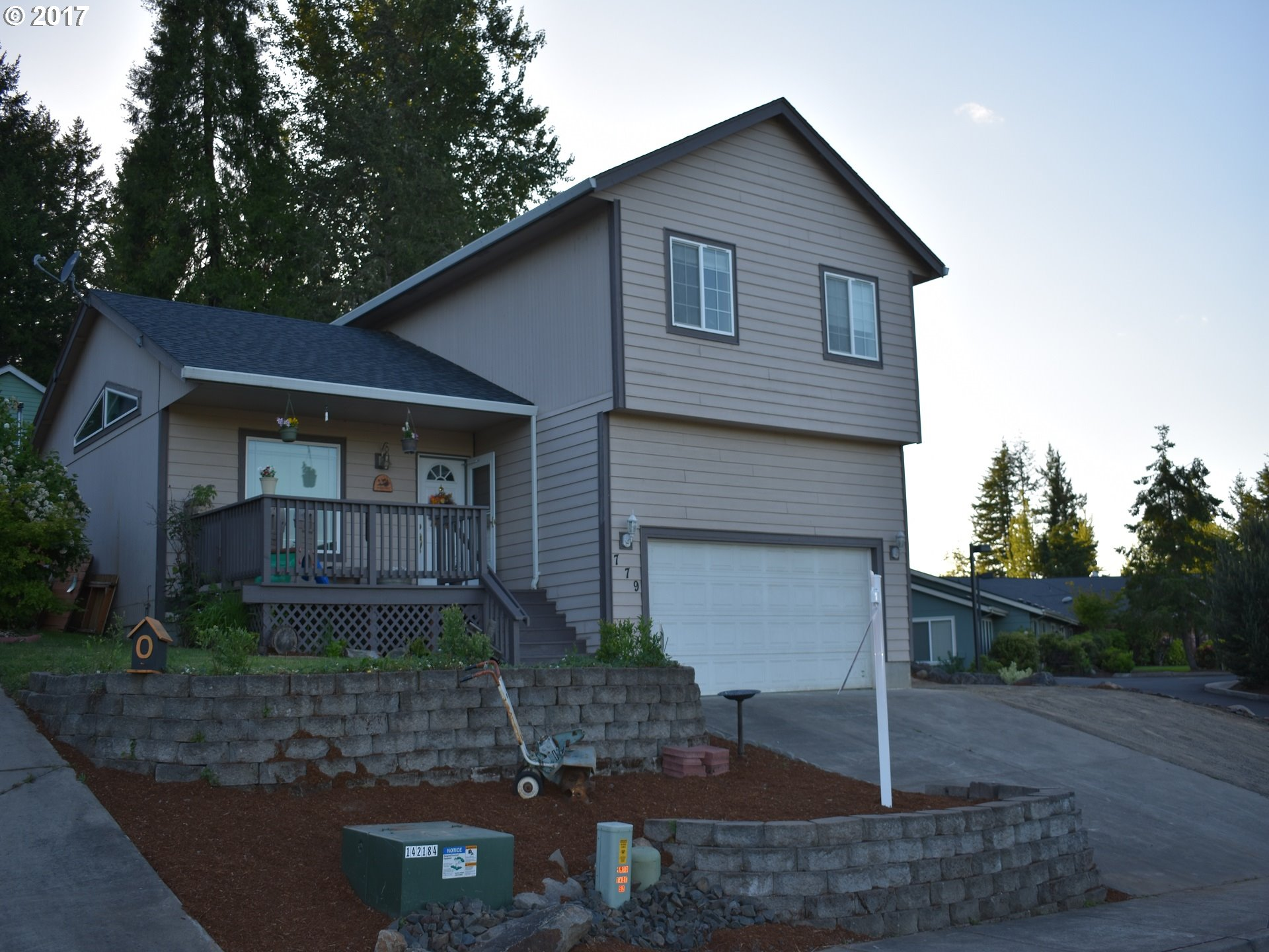 779 S 2ND ST, Creswell, OR 97426