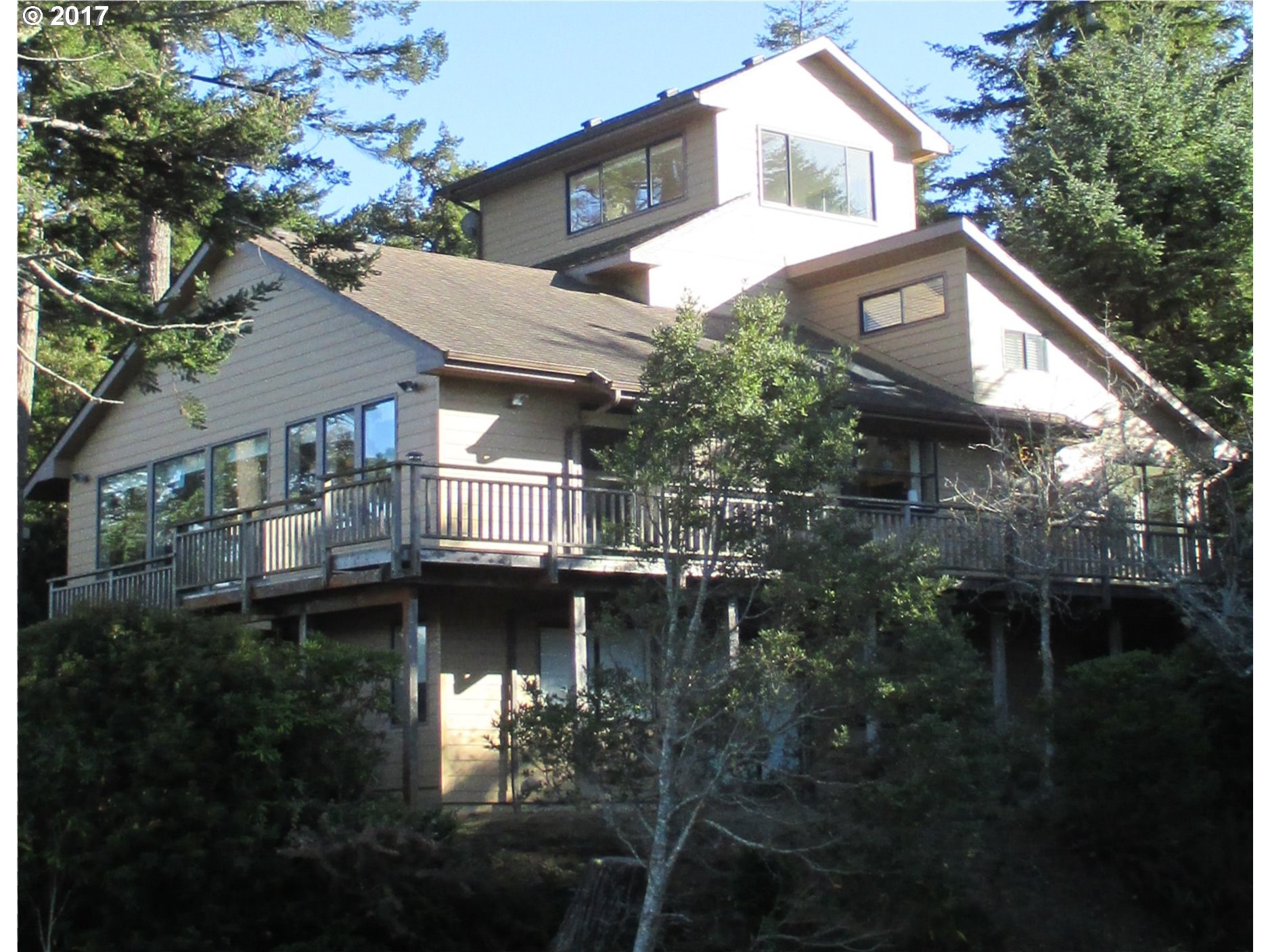 1064 LAKESHORE DR, PORT ORFORD, OR 97465