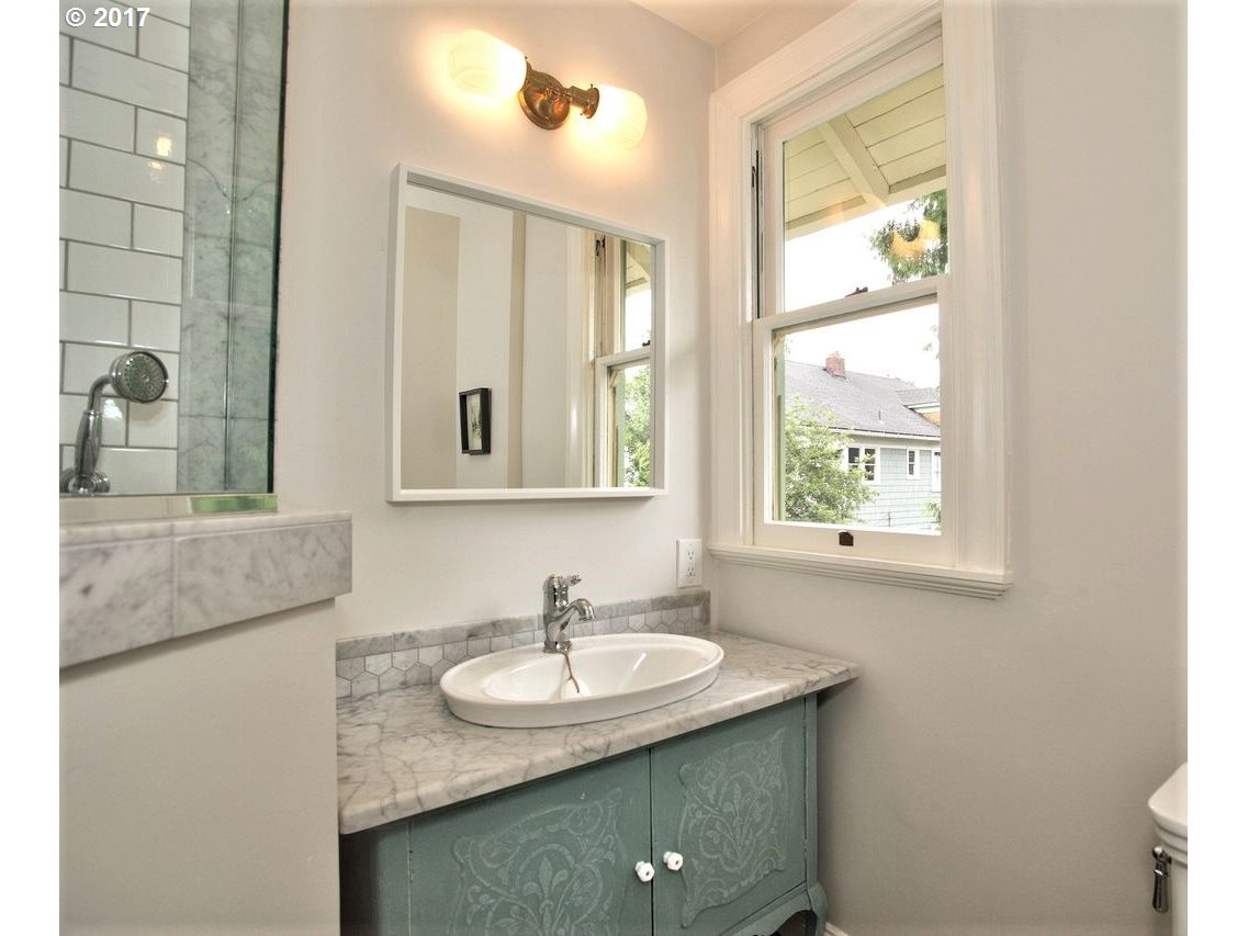2343 NW IRVING ST Portland, OR 97210 - MLS #: 17680806