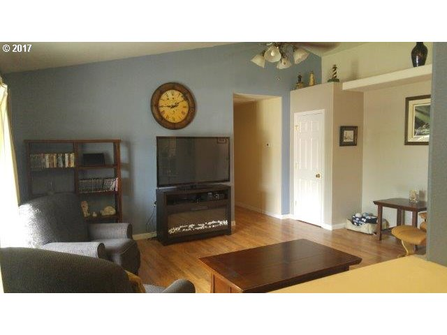 159 NW WOODDUCK ST Winston, OR 97496 - MLS #: 17684208