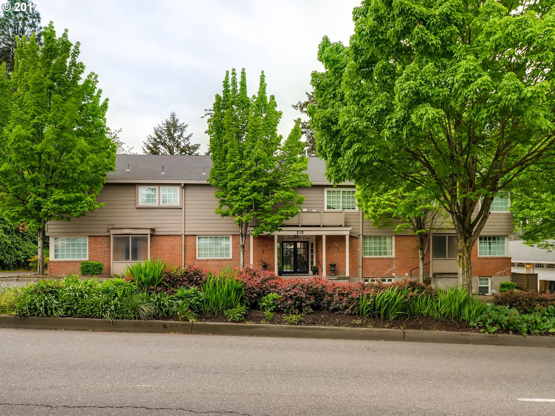 210 S STATE ST 1, Lake Oswego, OR 97034