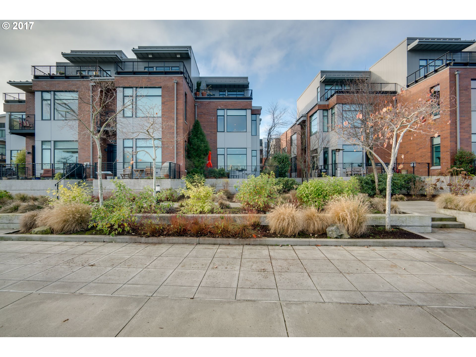 1612 NW RIVERSCAPE ST, Portland OR 97209