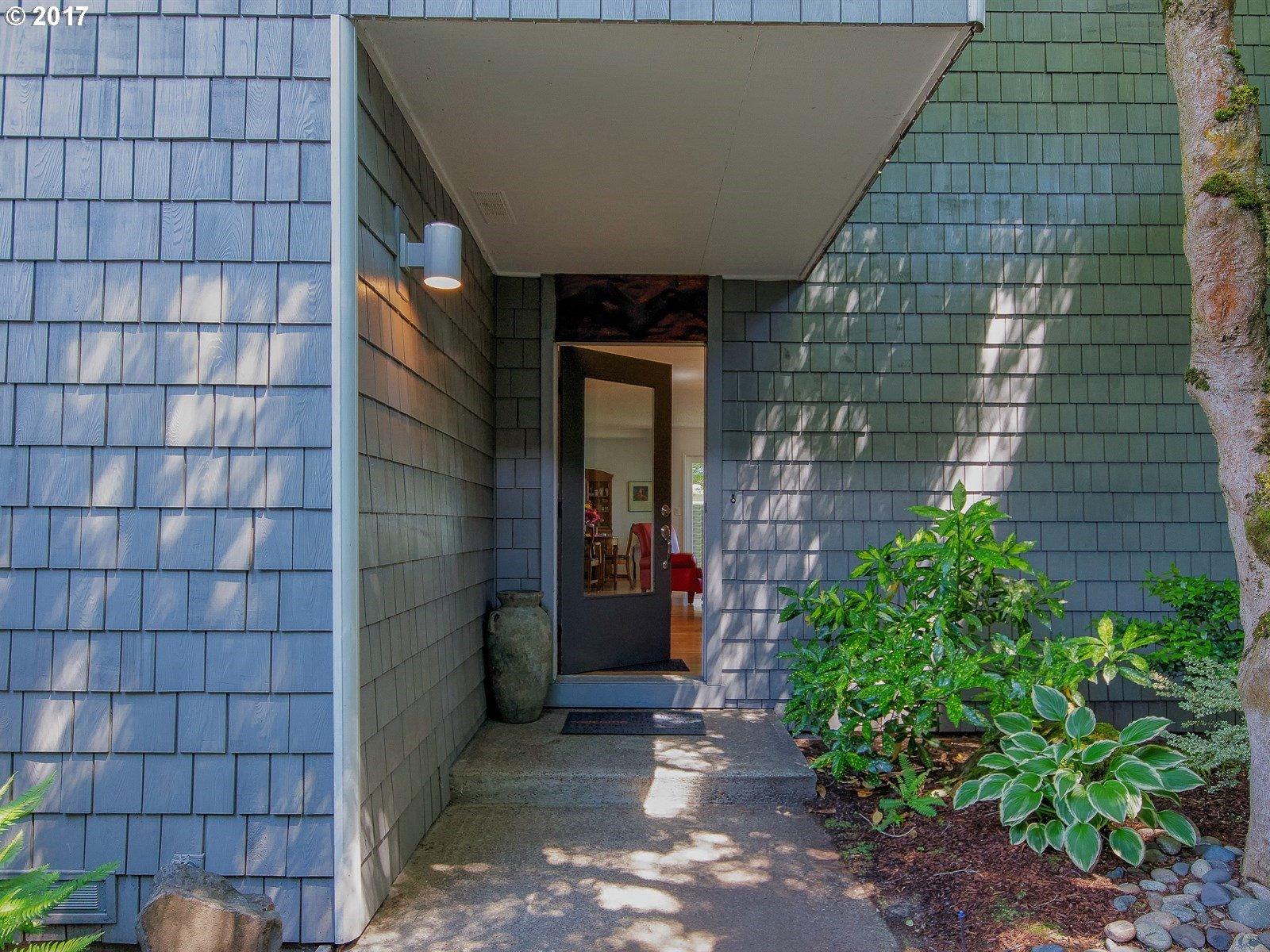 530 N Hayden Bay DR, Portland, OR 97217