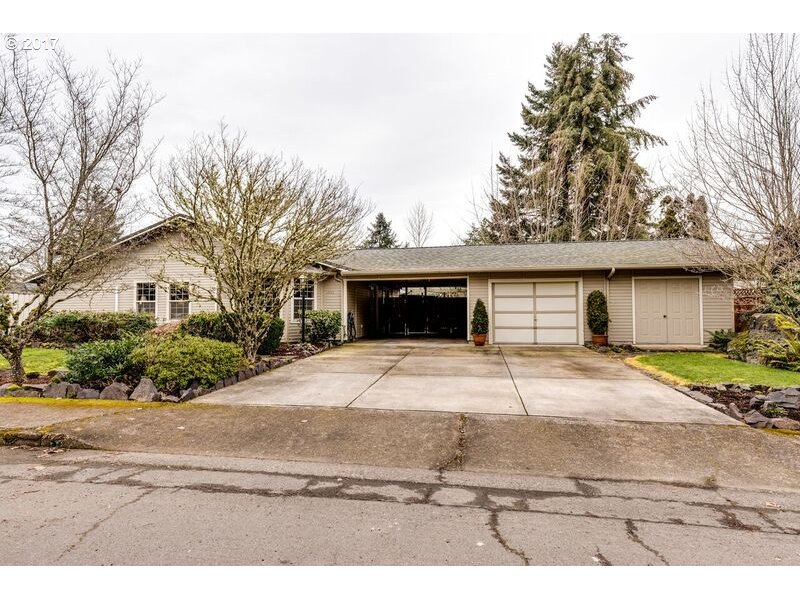 1445 W HARRISON AVE, Cottage Grove, OR 97424