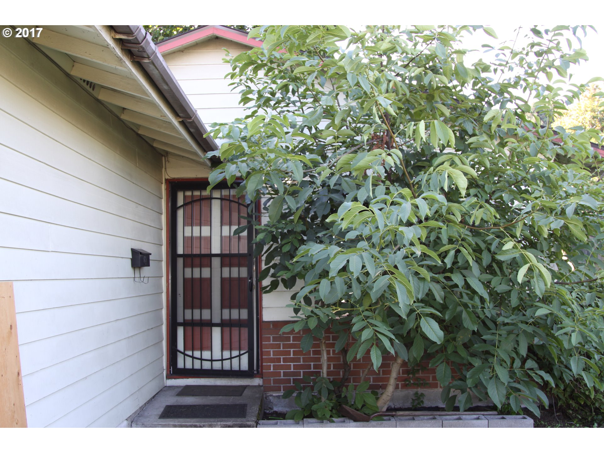 960 sq. ft 3 bedrooms 1 bathrooms  House For Sale, Portland, OR