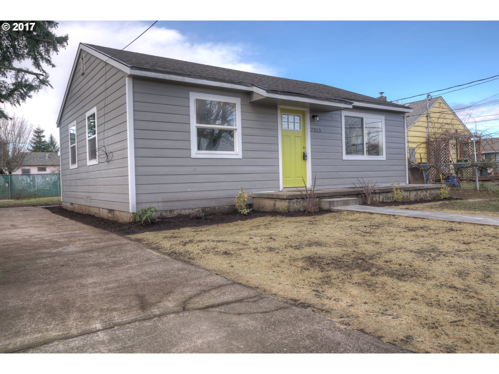 720 sq. ft 2 bedrooms 1 bathrooms  House For Sale, Portland, OR