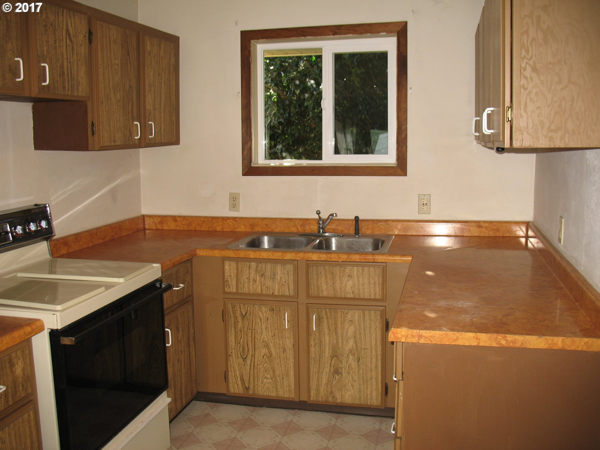 720 sq. ft 2 bedrooms 1 bathrooms  House For Sale,North Bend, OR