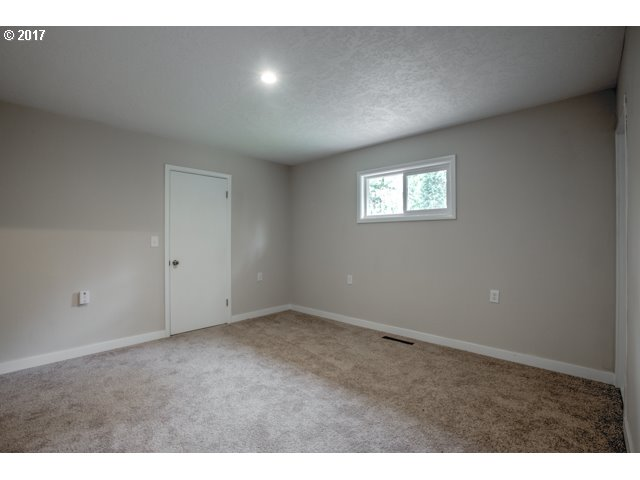 1924 sq. ft 3 bedrooms 2 bathrooms  House For Sale,Woodburn, OR