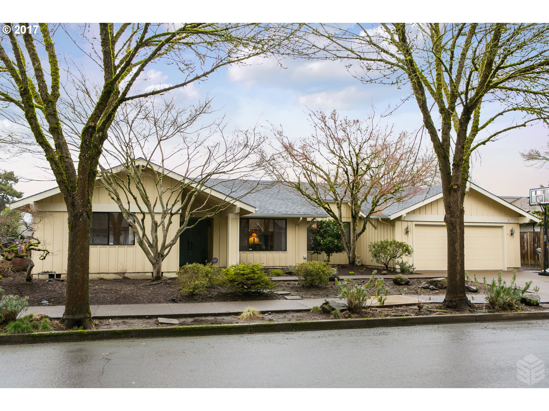 2012 sq. ft 3 bedrooms 2 bathrooms  House For Sale,Eugene, OR