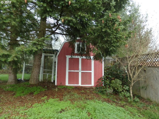 1744 square feet covered area  bathrooms  built in 1994,Sutherlin, OR