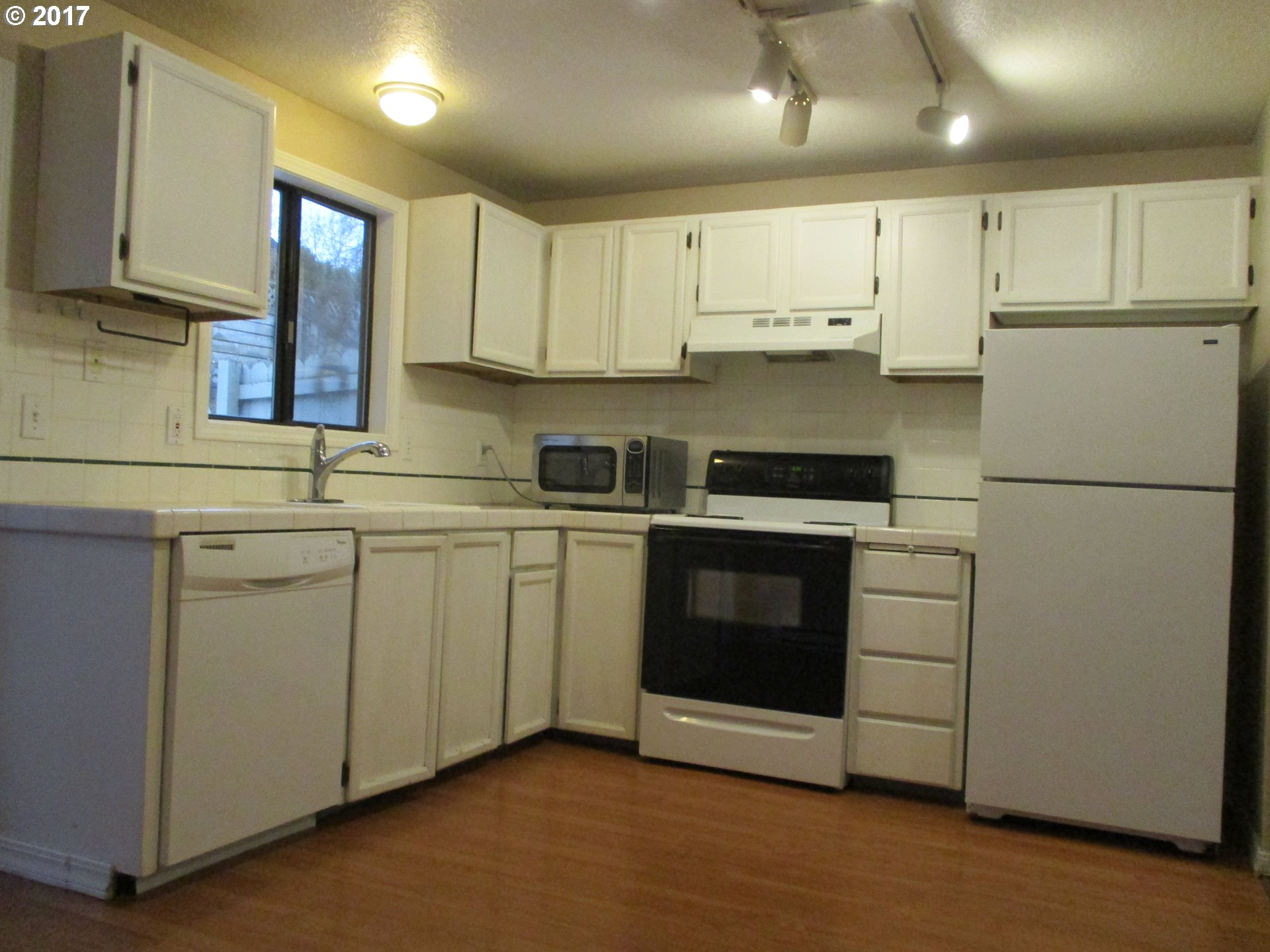 930 sq. ft 2 bedrooms 1 bathrooms  House For Sale,Wilsonville, OR