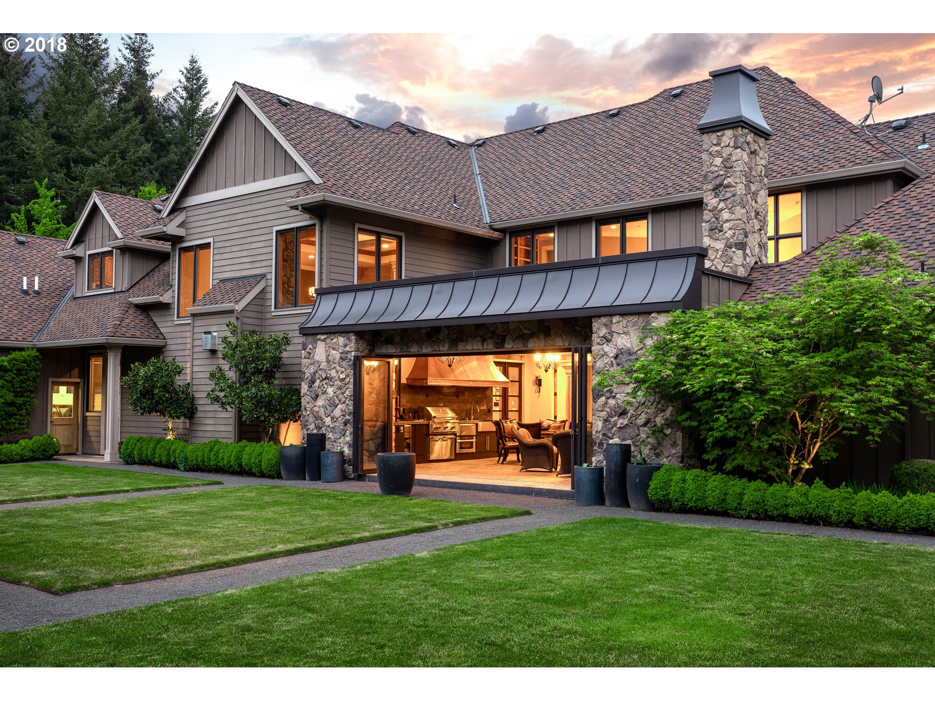27737 SW PETES MOUNTAIN RD, WEST LINN, OR 97068  Photo 4