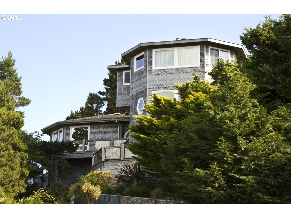 302 COAST GUARD HILL RD, PORT ORFORD, OR 97465