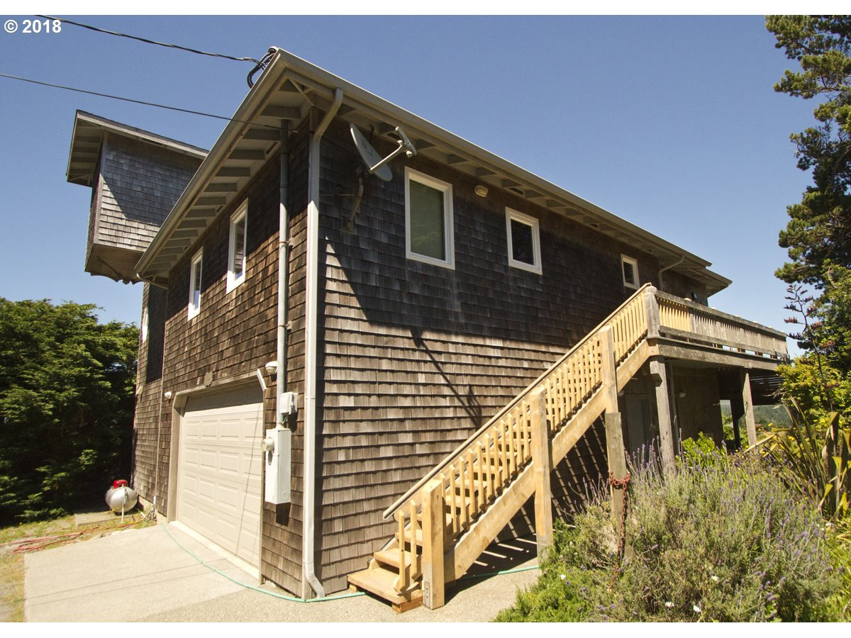 302 COAST GUARD HILL RD, PORT ORFORD, OR 97465  Photo 14