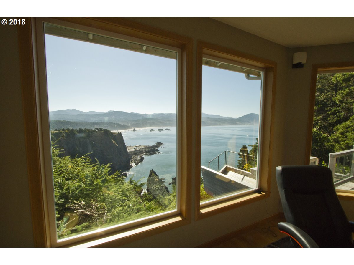 302 COAST GUARD HILL RD, PORT ORFORD, OR 97465  Photo 15