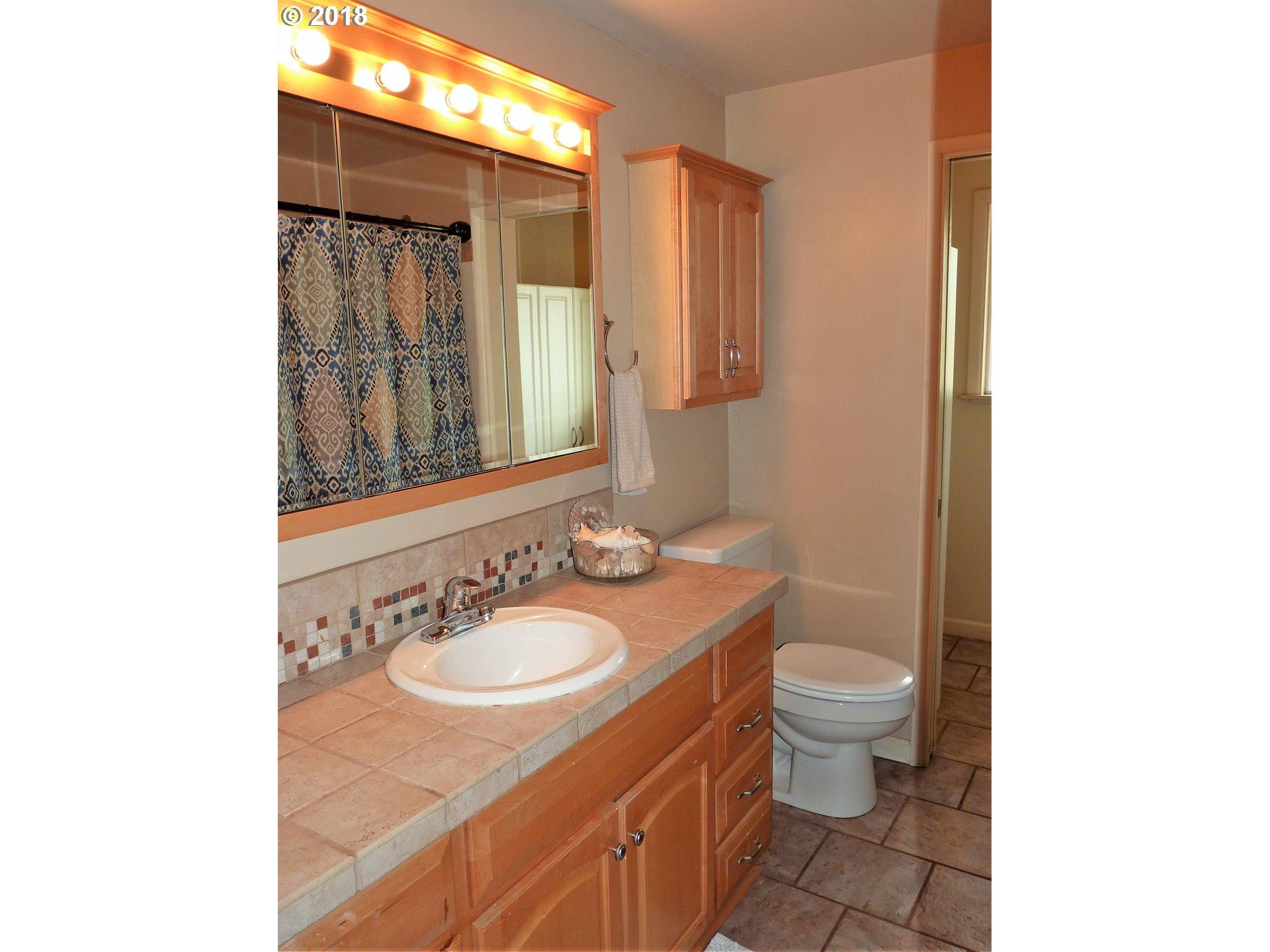 340 VALLEY RD Roseburg, OR 97471 - MLS #: 18048081