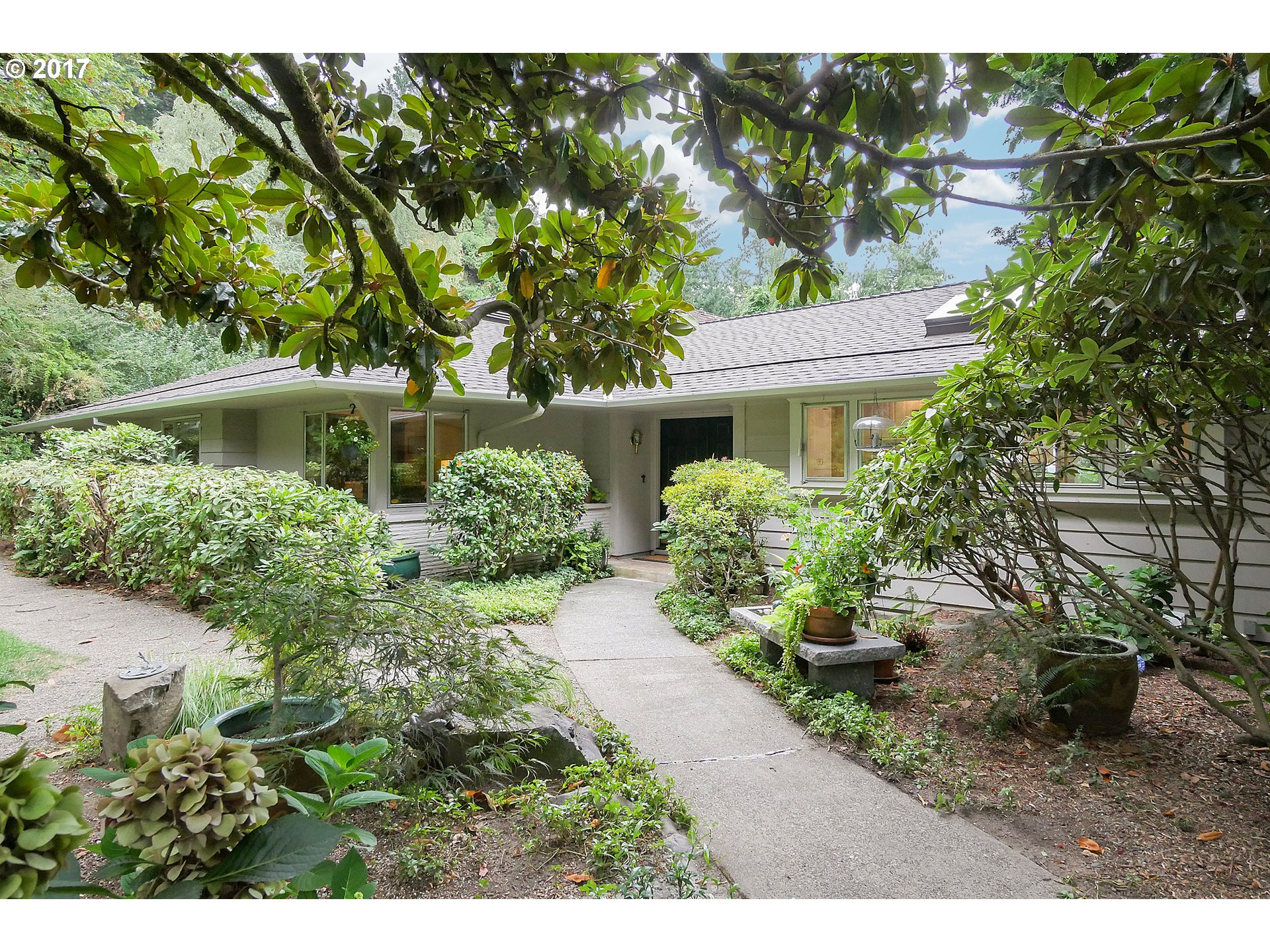 6106 SW WOODS CT, Portland OR 97221