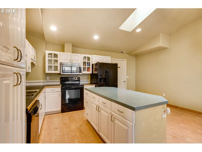 12567 SE BUSH ST Portland, OR 97236 - MLS #: 18139747
