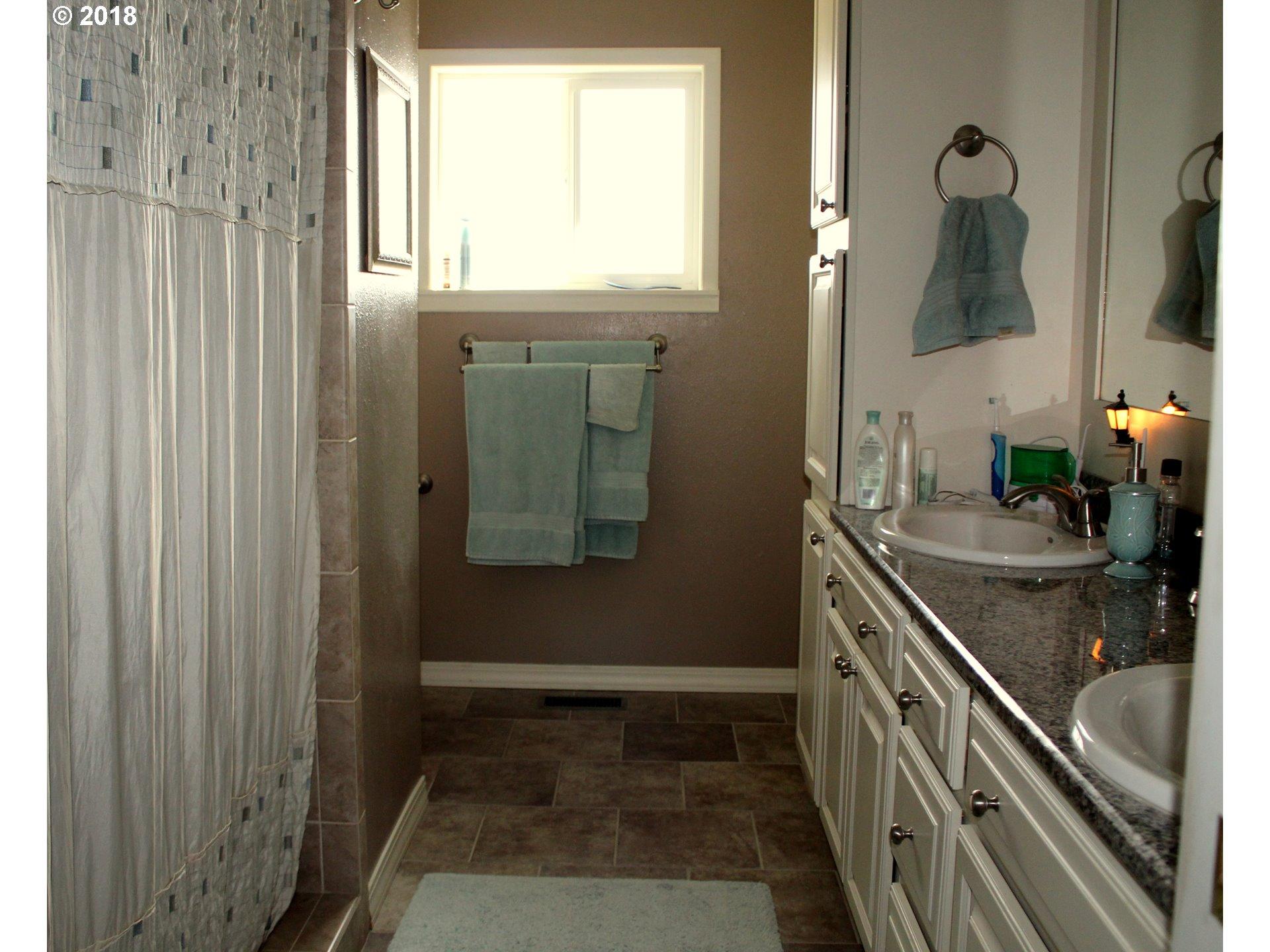 http://photos.rmlsweb.com/webphotos/18100000/80000/2000/18182361-3.jpg
