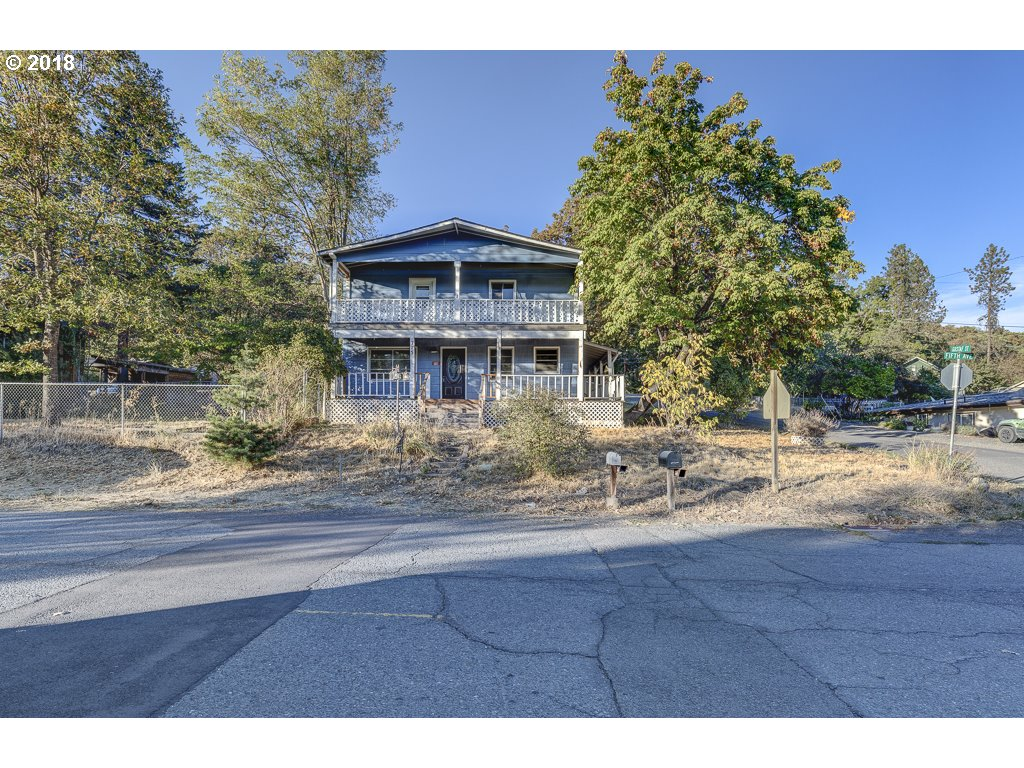 Grants Pass, OR 5 Bedroom Home For Sale