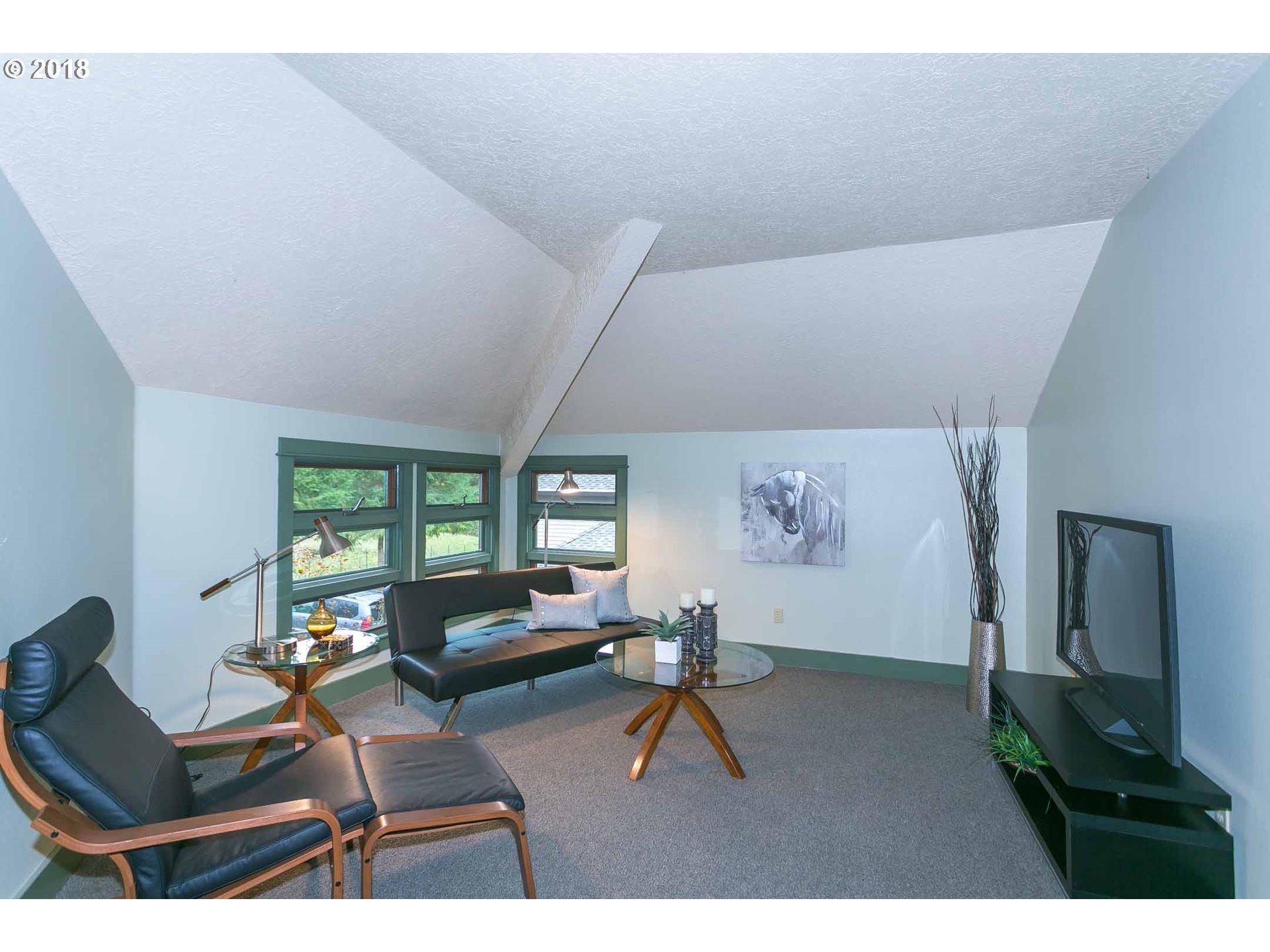2421 SW VACUNA ST Portland, OR 97219 - MLS #: 18190694